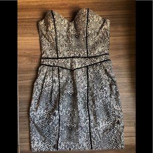 Strapless black and white short dress